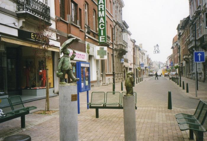 Les écolieres, rue de la station à Braine-Le-Comte