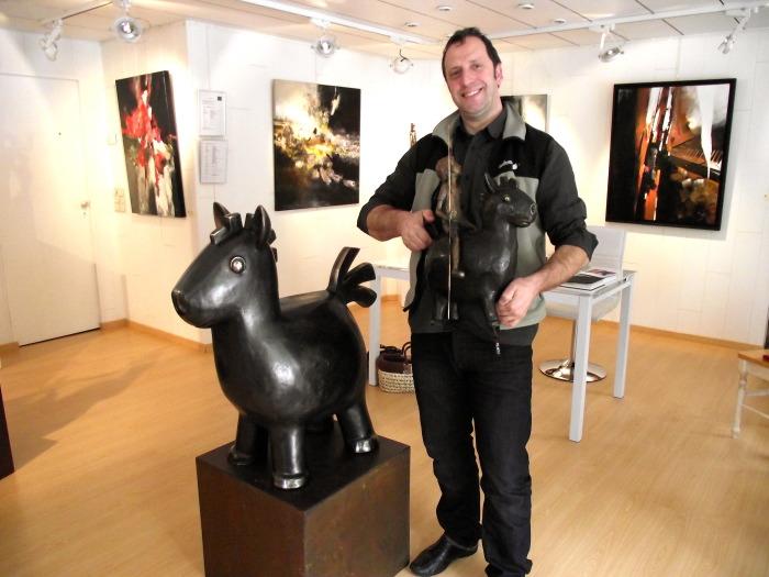 Dynamite avec le galeriste de la galerie du château